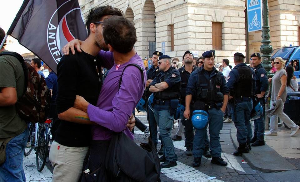 """Verona, domani manifestazione contro l'omofobia. Arcigay: """"Scendiamo nelle strade per rompere il silenzio delle istituzioni"""""""